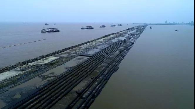 上海最大生态海堤项目龙口合龙